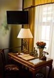 utsmyckat hotellfölje för skrivbord arkivfoton