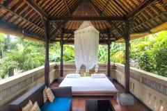 Utsmyckat hotellrum i Bali, Indonesien arkivfoto