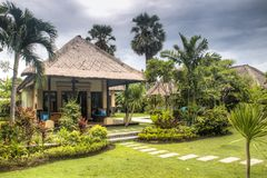 Utsmyckat hotellrum i Bali, Indonesien royaltyfri foto