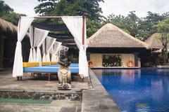 Utsmyckat hotellrum i Bali, Indonesien arkivbild