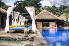 Utsmyckat hotellrum i Bali, Indonesien royaltyfri bild