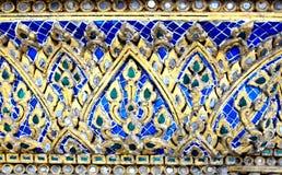 Utsmyckat keramiskt för tempelvägg, Thailand royaltyfri bild