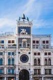Utsmyckat klockatorn i Sanka fläckar royaltyfria bilder