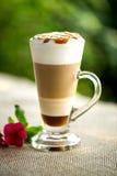 Utsmyckat lattekaffe arkivfoto