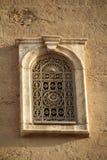 Utsmyckat moskéfönster fotografering för bildbyråer