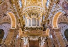 Utsmyckat organ av kyrkan av den San Luigi deien Francesi i Rome arkivfoto