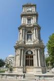Utsmyckat ottomanklockatorn i istanbul arkivfoton