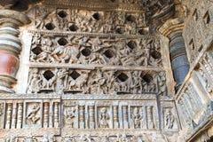 Utsmyckat perforerat fönster Chennakeshava tempel, Belur, Karnataka arkivfoton