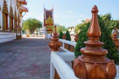 Utsmyckat staket av den thailändska templet, närbild Fotografering för Bildbyråer