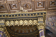 Utsmyckat tak av basilikan av Santa Maria Maggiori i Rome Italien royaltyfri foto