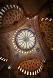 Utsmyckat tak av den blåa moskén royaltyfri bild