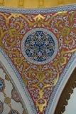 Utsmyckat tak i den Topkapi slotten och museet i Istanbul royaltyfria bilder