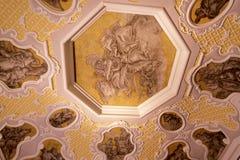 Utsmyckat tak i museum i Berlin Germany arkivfoto