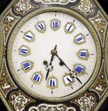Utsmyckat tappningslut upp av klockaframsidan royaltyfri foto