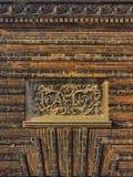 Utsmyckat tecken på gammal byggnad royaltyfri bild