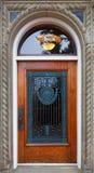 utsmyckat trä för dörrgaller arkivbild