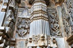 Utsmyckat visa för lättnader för väggpanel, från vänstert som dansar Kali, en form av den Durga och Shiva dansen på demonen, Andh arkivbild