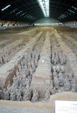 Utställning av den berömda kinesiska terrakottaarmén i Xian China Royaltyfria Foton