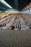 Utställning av den berömda kinesiska terrakottaarmén i Xian China Arkivbild