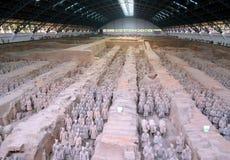 Utställning av den berömda kinesiska terrakottaarmén i Xian China Royaltyfri Bild