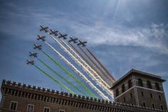 Utställning av tricolor pilar Royaltyfri Bild