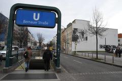 UTSTÄLLNING BERLIN 100 ÅR PÅ EXALNDERPLATZ BERLIN arkivbild