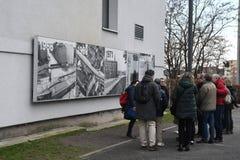 UTSTÄLLNING BERLIN 100 ÅR PÅ EXALNDERPLATZ BERLIN arkivbilder
