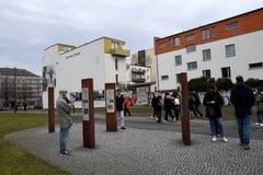 UTSTÄLLNING BERLIN 100 ÅR PÅ EXALNDERPLATZ BERLIN royaltyfri bild