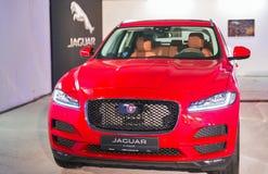 Utställning med Jaguar F-PACE i Kiev, Ukraina Arkivfoton