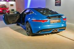 Utställning med Jaguar F-TYPE i Kiev, Ukraina Royaltyfri Bild