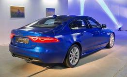Utställning med Jaguar XF i Kiev, Ukraina Royaltyfri Bild