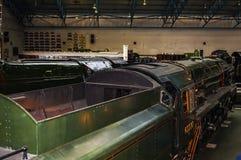 Utställningar i det nationella järnväg museet i York, Yorkshire England Arkivfoto