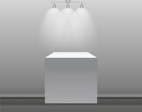 Utställningbegrepp, vit tom ask, ställning med belysning på Gray Background Mall för ditt innehåll vektor 3d Royaltyfri Fotografi