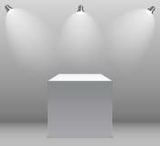 Utställningbegrepp, vit tom ask, ställning med belysning på Gray Background Mall för ditt innehåll vektor 3d Royaltyfria Bilder