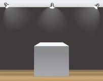 Utställningbegrepp, vit tom ask, ställning med belysning på Gray Background Mall för ditt innehåll vektor 3d Arkivbild