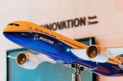 Utställningen modellerar boeing flygplan 787 Ryssland Moscow Juli 2017 Arkivfoto
