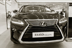 Utställningpresentation av en ny bilmodell Lexus Royaltyfria Foton