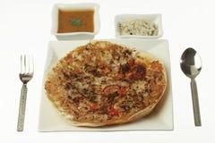 Uttapam, Traditioneel Zuiden Indisch Ontbijt met sambar en kokosnotenchutney royalty-vrije stock foto's