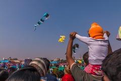 Uttarayan节日在古杰雷特,印度 免版税图库摄影