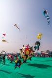 Uttarayan节日在古杰雷特,印度 免版税库存照片