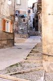 Uttorkningtvätteri i smala gator, Scanno, Italien Fotografering för Bildbyråer