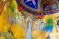 Utträde-stil frescoes med änglar och oskulden Mary royaltyfri foto