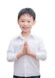 Uttryck Sawasdee för Liittle asiatiskt pojkevälkomnande Fotografering för Bildbyråer
