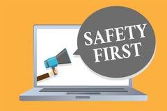 Uttrycka den första affärsidéen för handstiltextsäkerhet för Avoid någon onödig man för riskLive Safely Be Careful Pay uppmärksam royaltyfri illustrationer