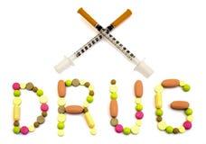 Uttrycka drogen som göras från filtrerade minnestavlor och två korsade varma för insulininjektionssprutor isolerat Royaltyfri Fotografi