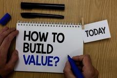 Uttrycka handstiltext hur man bygger värdefråga Affärsidé för vägar för att framkalla att växa bygga en penna för affärshandhåll fotografering för bildbyråer