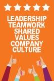 Uttrycka handstiltextLedarskap Teamwork Dela Värdera Företag kultur Affärsidé för tumme för händer för gruppTeam Success Men kvin royaltyfri illustrationer