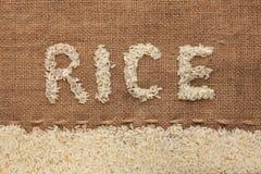 Uttrycka rice som är skriftlig på burlap royaltyfria bilder