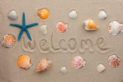 Uttrycka välkommet skriftligt på sanden Royaltyfria Bilder