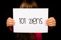Uttrycker det hållande tecknet för barnet med holländare lilla barnet Ziens - farväl Fotografering för Bildbyråer